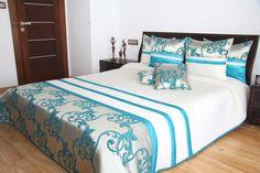 Kremowe narzuty na małe i duże łóżka z turkusowym ornamentem