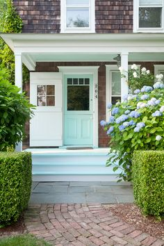 House Tour:Hamptons Cottage - Design Chic + Front Entry + Landscape + Beachy Coastal..Florida house reno..colors and all. Shake