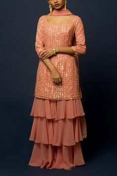 Indian Fashion Dresses, Indian Designer Outfits, Dress Fashion, Designer Dresses, Stylish Dress Designs, Stylish Dresses, Choli Dress, Beautiful Pakistani Dresses, Kurta Style