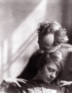 Edward Weston and Margrethe Mather photographed by Imogen Cunningham, 1922