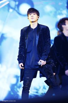 infinite sunggyu - .........   Wow.........   that look of intensity...  he makes me glad to be a woman..