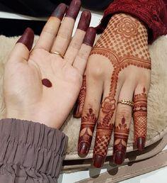 51 Fascinating Karwa Chauth Mehndi Designs For Newlywed Brides Henna Hand Designs, Finger Mehendi Designs, Pretty Henna Designs, Full Mehndi Designs, Latest Bridal Mehndi Designs, Mehndi Designs For Girls, New Bridal Mehndi Designs, Mehndi Designs For Fingers, Henna Tattoo Designs