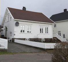 FINN – Tregde / Mandal - Klassisk, ærverdig Sørlandshus m/anneks, grillbu og garasje, nær sjøen.
