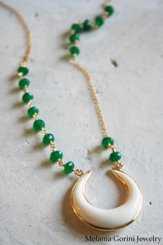 Green onyx and Double Horn pendant - by MelaniaGoriniJewelry