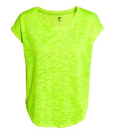 Shine bright in this loose-cut sports top in fast-drying, functional fabric with short sleeves & a rounded hem | H&M Sport