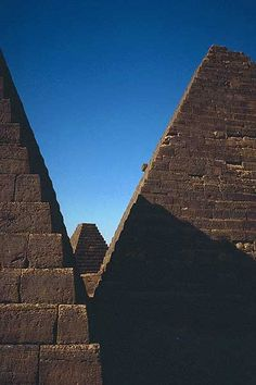 Pyramids of Meroe (Begarawiyah) -Sudan, Africa. 300 BCE to about 350 AD Ancient Ruins, Ancient Egypt, Ancient History, Places Around The World, Around The Worlds, All About Africa, Stone City, Ancient Buildings, African Countries
