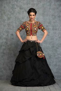 31 New Navratri Chaniya Choli Designs to Try in 2017 - LooksGud. Choli Designs, Lehenga Designs, Saree Blouse Designs, Indian Dresses, Indian Outfits, Pakistani Dresses, Navratri Dress, Choli Dress, Look Short
