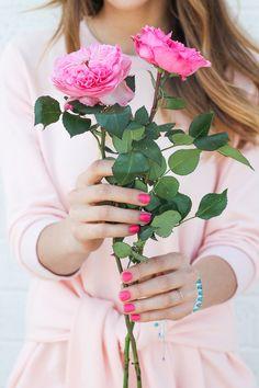 Cada momento de beleza vivido e amado, por efêmero que seja, É uma experiência completa que está destinada a eternidade. Um único momento de beleza justifica a vida inteira. {Rubem Alves}