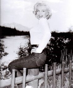 Marilyn photographed by John Vachon during a break from filming River Of No Return in August 1953.