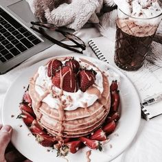 Uploaded by cinderelamodernizada. Find images and videos about pretty, food and yummy on We Heart It - the app to get lost in what you love. I Love Food, Good Food, Yummy Food, Delicious Deserts, Food Porn, Tumblr Food, Food Goals, Snacks, Aesthetic Food