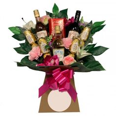 Luxury Christmas themed gift baskets delivered with fastest shipping across UK for friends and family. Bouquet Box, Gift Bouquet, Candy Bouquet, Rocher Chocolate, Ferrero Rocher, Chocolate Truffles, Chocolate Christmas Gifts, Chocolate Gifts, Chocolate Baskets