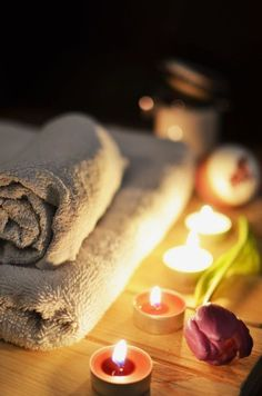 These 10 benefits of a spa and its treatments will have you eager to book your next massage! Find out just how much a spa trip can help you. Massage Shiatsu, Self Massage, Good Massage, Massage Body, Facial Massage, Massage Meme, Medical Massage, Spa Facial, At Home Spa