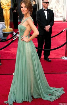 Host Maria Menounos, wearing a breathtaking Maria Lucia Hohan mint green dress and Jacob and Co. Celebrity Red Carpet, Celebrity Dresses, Celebrity Style, Pretty Dresses, Beautiful Dresses, Gorgeous Dress, Streetwear, Evening Dresses, Prom Dresses