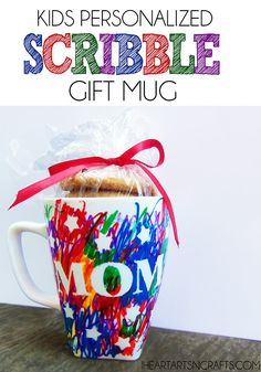 Kids Personalized Scribble Gift Mug - An easy kids handmade gift for the holidays! Brandon and I will be personalizing mugs for Christmas gifts! Craft Gifts, Diy Gifts, Cute Gifts, Crafts To Make, Crafts For Kids, Arts And Crafts, Diy Y Manualidades, Navidad Diy, Mothers Day Crafts