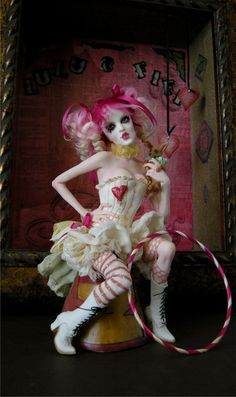 """Bohemian Circus ~wingdthing """" New sculpt for the week of One of a kind polymer clay fantasy sculpture by Nicole West. For all those Emilie Autumn fans. Hope you enjoy her. I'm thinking. Halloween Circus, Halloween Costumes, Circus Clown, Arte Punch, Maquillage Halloween Clown, Circus Fashion, Pierrot Clown, Dark Circus, Arte Obscura"""
