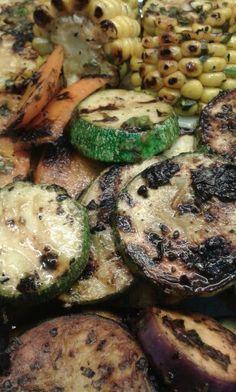 Parrillada de vegetales con manteca al chipotle