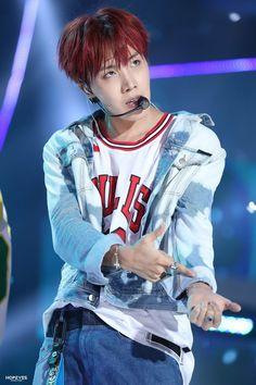 jhope but are you seeing what i see Gwangju, Jimin, Bts Bangtan Boy, Bts Boys, Foto Bts, Jhope Hot, Jung Hoseok, K Pop, Divas
