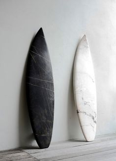"""above: surf art not fashion """"the marble surfboards above were part of the belgian marbles show produced by the reena spaulings gallery; made of marble, they are precise copies of boards from the mollusk surf shop in brooklyn. Surfboard Art, Skateboard Art, Surfboard Painting, Surfboard Shapes, Beach House Style, Foto Poster, 3d Figures, Burton Snowboards, Surf Art"""