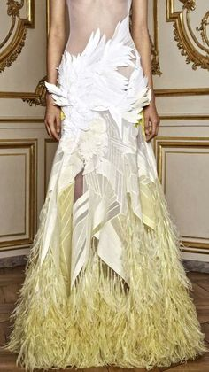 Hubert de Givenchy gown with amazing yellow & white feathering. Couture Fashion, Fashion Art, High Fashion, Womens Fashion, Fashion Design, Gowns Of Elegance, Herve Leger, Mellow Yellow, Beautiful Gowns