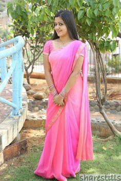 Beautiful Blouses, Beautiful Saree, Beautiful Indian Actress, Beautiful Asian Girls, Beautiful Actresses, Beautiful Ladies, Plain Saree With Heavy Blouse, Saree Jewellery, Designer Sarees Collection