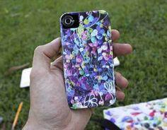 Capa de celular em tons roxos com a técnica de quilling na imagem