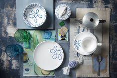 Ein paar Blau- & Grüntöne und schon ist Pur Geflammt perfekt in Szene gesetzt #gmundner #keramik #geschirr #handbemaltes