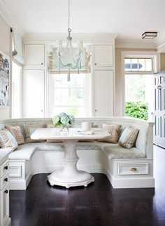 ♣ Luxury HOME Design ♣Kitchen Nook.I so want a nook like this in my dream home.for breakfast and just light meals. Kitchen Banquette, Kitchen Nook, New Kitchen, Dining Nook, Kitchen Seating, Nook Table, Kitchen Ideas, Table Bench, Kitchen White