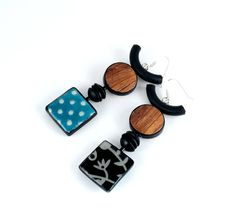 Boucles d'oreille réversibles... mais pas seulement Polymer Clay Pendant, Polymer Clay Earrings, Funky Earrings, Stud Earrings, Ceramic Jewelry, Paper Beads, Beads And Wire, Designer Earrings, Different Styles