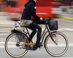 El número de ciclistas en la ciudad ha aumentado considerablemente. Ante una población tan grande de usuarios es inevitable establecer lineamientos para mejorar la convivencia de automóviles, peatones y bicicletas. Por eso aquí te dejo 10 puntos importantes que debes considerar cuando utilizas este medio de transporte.  Encuentra los mejores productos en http://www.alcalabikes.es