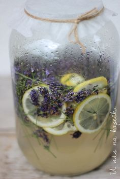 U nás na kopečku: levandulový sirup Healthy Drinks, Healthy Recipes, Home Canning, Edible Flowers, Smoothies, Herbalism, Detox, Food And Drink, Cooking Recipes