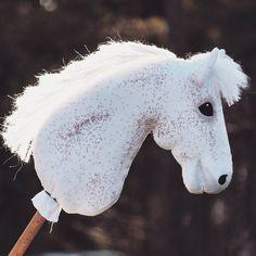 Kannattaa katsoa @khtavenue n Keskiviikon Kahvihetki tänään! #vermilloninmyyntihevoset Horse Stables, Horse Tack, Stick Horses, Horse Crafts, Hobby Horse, Horse Photos, Animals, Instagram, Cool Stuff