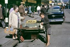30 Beautiful Colour Photographs Capture Everyday Life in Cape Town, South Africa From Between the and Old Photos, Vintage Photos, Coloured People, African History, Cape Town, Belle Photo, South Africa, 1950s, Istanbul