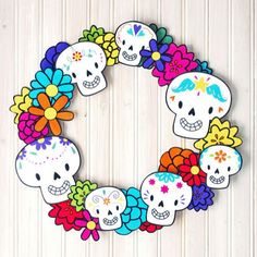 Print a super fun Dia de los Muertos wreath for halloween! Theme Halloween, Halloween 2017, Holidays Halloween, Halloween Crafts, Holiday Crafts, Halloween Decorations, Day Of The Dead Party, Crafts For Kids, Arts And Crafts