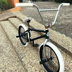 It takes only one trip on the incorrect bike seat to show irrefutably that a great bike seat is critical to routine bike riding. Bike Bmx, Bmx Bike Parts, Stunt Bike, Bmx Mountain Bike, Bmx 20, Bmx Cycles, Bicycle Paint Job, Vintage Bmx Bikes, Gt Bmx