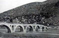 Ura me shumë harqe mbi lumin Osum, Berat (foto #shqip, Franz Bespaletz)
