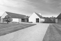 This three bedroom house near the river Barrow was conceived as a home and garden in the country. The clients were looking for a house that was single. Bungalow House Design, Modern Bungalow, Cottage Design, Contemporary Barn, Modern Barn, Ireland Homes, House Ireland, Rural House, Arquitetura