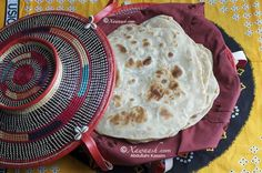 Xawaash: Somali Chapati (Sabaayad) - I've made chapatis many times, but would love to try this version, either with almond or coconut milk. Coconut Recipes, Veggie Recipes, Bread Recipes, Somali Recipe, Paratha Recipes, Savoury Baking, Pan Bread, Chapati, Food Test