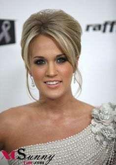 Carrie Underwood: Oh Oscar!: Photo American Idol Carrie Underwood rocks out a stunning Georges Chakra Spring 2009 Couture dress at the 2009 Elton John AIDS Foundation's Academy Award Viewing Party… Prom Hairstyles For Short Hair, Short Hair Updo, Up Hairstyles, Pretty Hairstyles, Wedding Hairstyles, Short Hair Styles, Wedding Updo, Beehive Hairstyles, Bridal Updo