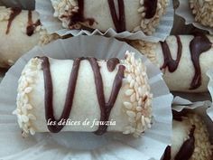 Cigares aux amandes et grains de sésame Arabic Sweets, Arabic Food, Christmas Candy Crafts, Crystal Cake Stand, Algerian Recipes, Almond Bars, Oreo Cheesecake, Some Recipe, Biscuits