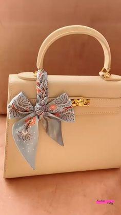 Diy Fashion Scarf, Diy Fashion Hacks, Fashion Bags, Scarf On Bag, Diy Scarf, Diy Belt For Dresses, Scarf Packaging, Ways To Tie Scarves, Diy Clothes And Shoes