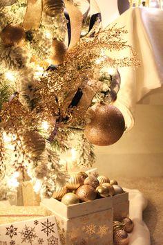 Narrow Christmas Tree, Whimsical Christmas Trees, Christmas Tree Themes, Christmas Ribbon, Christmas Table Decorations, Christmas Candles, Christmas Colors, Christmas Wreaths, Merry Christmas To All
