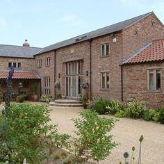 Beautiful barn conversion with timber casement windows Timber casement windows completing this stunning barn conversion Barn Windows, Casement Windows, Windows Decor, Contemporary Barn, Modern Barn, Modern Farmhouse, Barn Conversion Exterior, Barn Conversions, Barn House Conversion