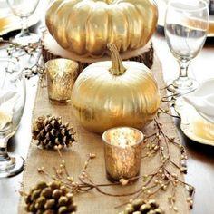 """Le """"tout doré"""" pour la décoration de la table de Noël  http://www.homelisty.com/table-de-noel/"""
