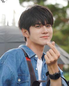 My heart is melting 😭😭 Jinyoung, K Pop, Fandom Kpop, Swing, Cho Chang, Ong Seung Woo, Boy Photography Poses, Kim Jaehwan, Ha Sungwoon