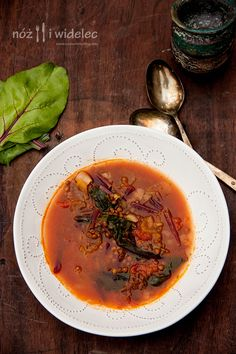 Letnia zupa z botwinką, soczewicą i berbere