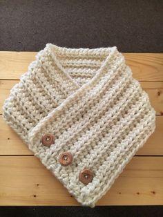Ganchillo con botones capucha por crochetbypatrick en Etsy mit Knöpfen Este artículo no está disponible Lidia Crochet Tricot, Ribbed Crochet, Crochet Hood, Tunisian Crochet, Fast Crochet, Crochet Cowls, Diy Crafts Knitting, Diy Crafts Crochet, Loom Knitting