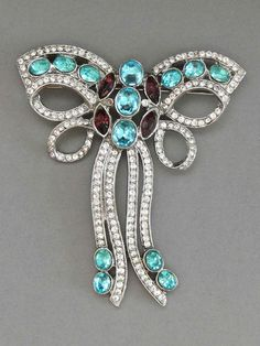 Giant 1990s rhinestone bow brooch after Eisenberg, USA - Glitzmuseum