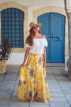 Marvel at the bold floral print of this gossamer maxi frock, you adore your reflection in this skirt as much as you love summer time!  Marvelous Floral Maxi Skirt in Yellow featured by kolanalook blog.