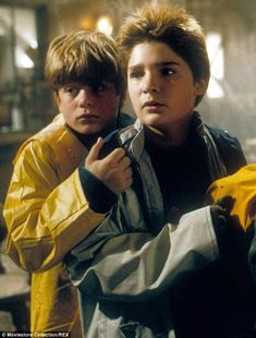 The Goonies' Sean Astin and Corey Feldman are 'ready to go' for sequel 80s Movies, Iconic Movies, Good Movies, Movie Tv, Funny Movies, Corey Feldman Goonies, Os Goonies, Mikey, Cinema