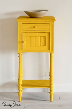 I really want a piece with super bright color ! Vintage French Elegance upcycled side table painted with Chalk Paint® by Annie Sloan in Tilton, a bright, earthy mustard in the Chalk Paint® palette, made in collaboration with Charleston Farmhouse. Yellow Chalk Paint, Chalk Paint Chairs, Chalk Paint Furniture, Annie Sloan Chalk Paint, White Chalk, Yellow Painted Furniture, Painted Chairs, Colorful Furniture, Bright Colored Furniture
